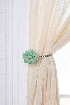 How to Make a Ruched Tie-Back for Your Curtain